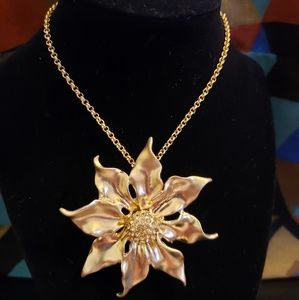 💕IMAN Gold Flower Necklace/Brooch